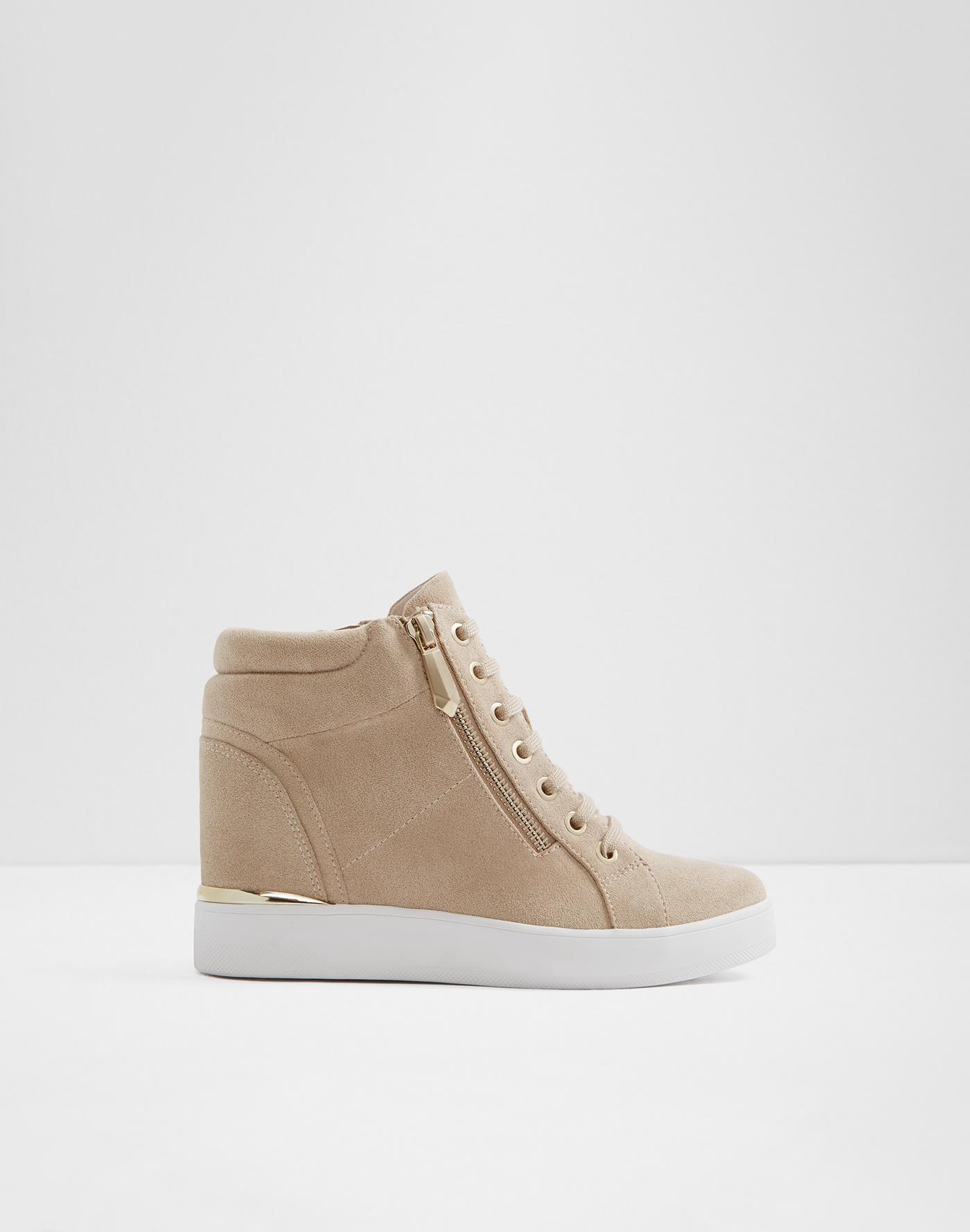 494a712c2daa Sneakers