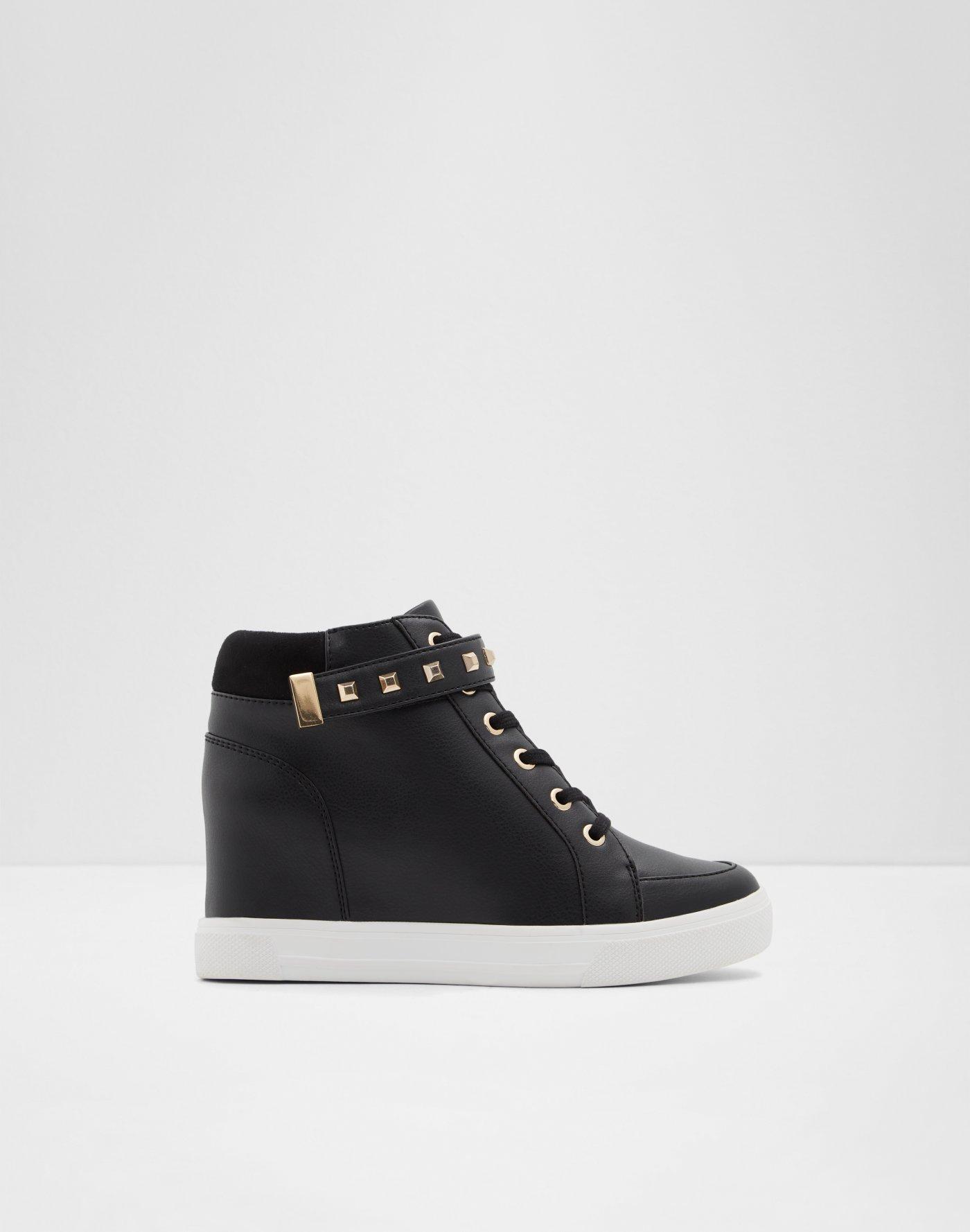 57499bce27c3 Sneakers